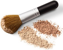 Makeup kan gøre akne værre. Myte!